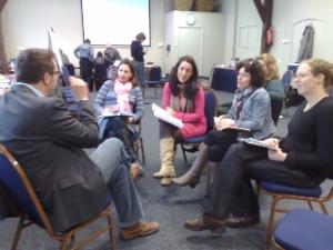 Bert in gesprek met deelnemers